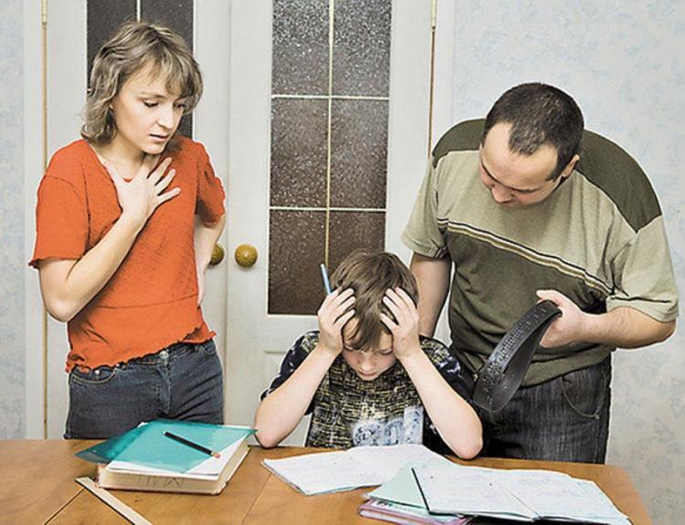 Наказание детей по попе ремнем за учебу